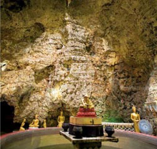 เที่ยววัดถ้ำพรสวรรค์ น้ำตกวังน้ำวิ่ง สถานที่ท่องเที่ยว อำเภอตากฟ้า นครสวรรค์