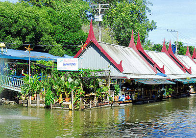 เที่ยวตลาดน้ำไทรน้อย รวมแหล่งท่องเที่ยวอำเภอไทรน้อย นนทบุรี