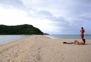 งามมหัศจรรย์ทะเลแหวกเกาะพะงัน  ที่แม่หาด เกาะม้า จังหวัดสุราษฏร์ธานี