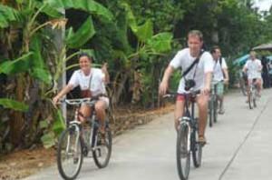 ปั่นจักรยานท่องเที่ยวเกาะพะงันได้ทั่วถึงและปลอดภัย