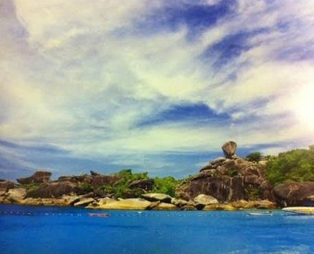 หินเรือใบ หาดแทรายและน้ำทะเลสีฟ้า เกาะแปดหมู่เกาะสิมิลัน