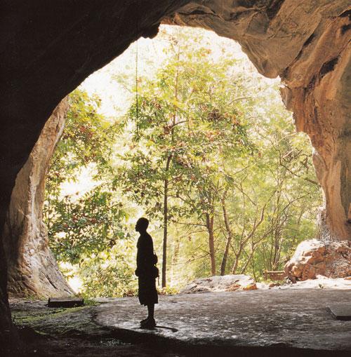ถ้ำจัน อุทยานแห่งชาติต้นสักใหญ่ อำเภอน้ำปาด อุตรดิตถ์