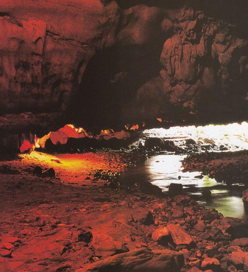 ถ้ำธารลอด อุทยานแห่งชาติเฉลิมรัตนโกสินทร์ จังหวัดกาญจนบุรี