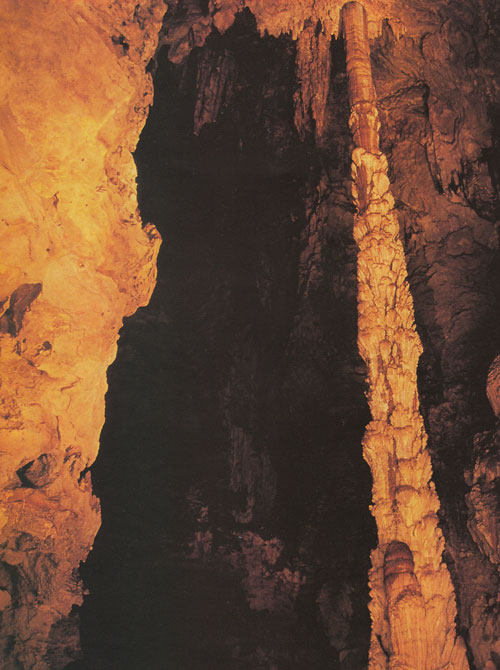 ถ้ำเสาหิน อุทยานแห่งชาติลำคลองงู กาญจนบุรี