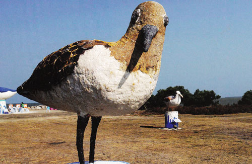 ประติมากรรมรูปนกทะเลที่สร้างจากเกลือ