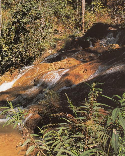 น้ำตกวังแก้ว อุทยานแห่งชาติดอยหลวง จังหวัดลำปาง