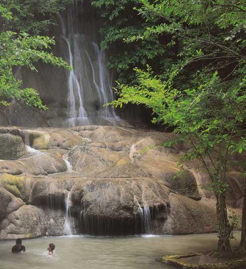 น้ำตกไทรโยคน้อย อุทยานแห่งชาติไทรโยค จังหวัดกาญจนบุรี