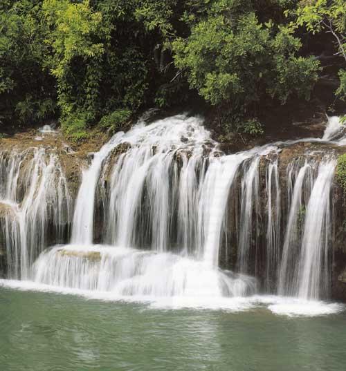 น้ำตกไทรโยคใหญ่ อำเภอไทรโยค จังหวัดกาญจนบุรี
