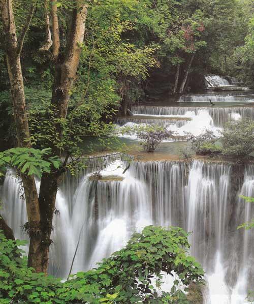 น้ำตกห้วยแม่ขมิ้น อุทยานแห่งชาติเขื่อนศรีนครินทร์ จังหวัดกาญจนบุรี