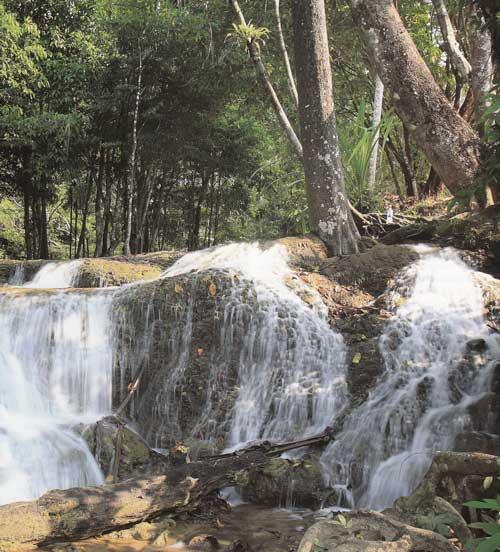 น้ำตกเกริงกระเวีย อุทยานแห่งชาติเขาแหลม จังหวัดกาญจนบุรี