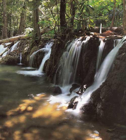 น้ำตกไดช่องถ่อง อุทยานแห่งชาติเขาแหลม จังหวัดกาญจนบุรี