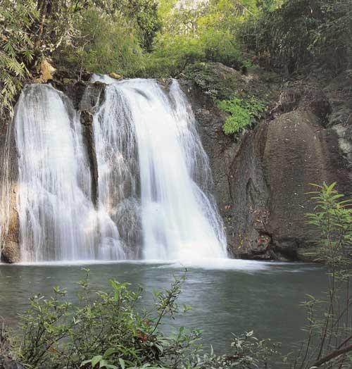 น้ำตกนางครวญ อุทยานแห่งชาติลำคลองงู จังหวัดกาญจนบุรี