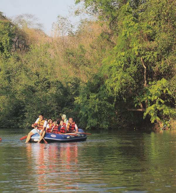 ล่องเรือยางต้นน้ำเพชร จังหวัดเพชรบุรี