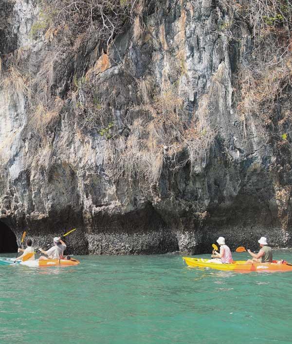 เกาะตะละเบ็ง พายคายักชมชายหาด ถ้ำหินปูน และป่าชายเลน กระบี่