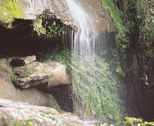 น้ำตกถ้ำพระ อุทยานแห่งชาติภูผาเทิบ มุกดาหาร