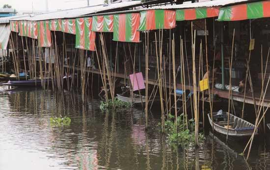 ตลาดน้ำวัดตะเคียน คลองบางคูเวียง นนทบุรี